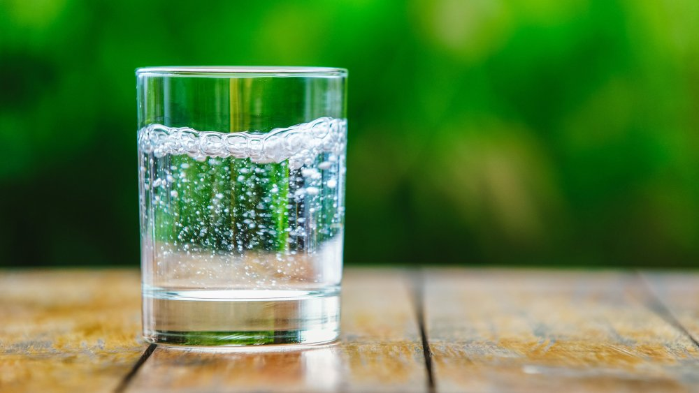 Carbonated Water or Still: Which Is Healthier?